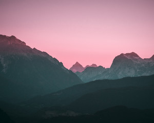 Rose pinker Sonnenuntergang in den Alpen in Bayern mit Bergpanorama in Berchtesgaden