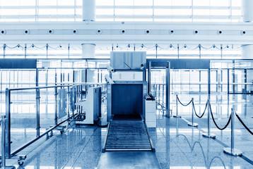 Fotobehang Treinstation Train station security entrance