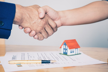 Business handshake and business people. Business executives to congratulate the joint business agreement.concept for real estate, moving home or renting property.