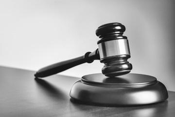 Richterhammer s/w - Urteil - Gesetz