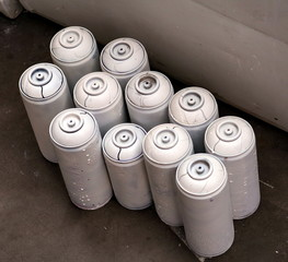 Bombe peinture graffiti blanc