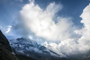 Himalaya Berggipfel in Wolken