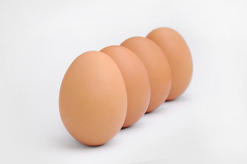 Huevos nutritivos en fila