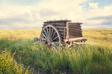 Viejo carro de madera en primer plano