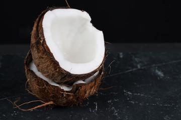 hindistan cevizi ve beyaz  arkaplan