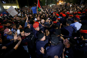 Policemen clash with protesters near the Jordan's Prime Minister's office in Amman