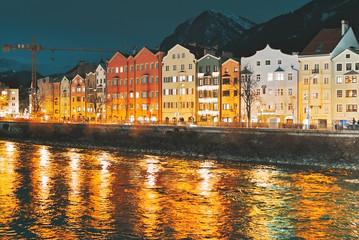 Case da Innsbruck Lungo Fiume con Montagne