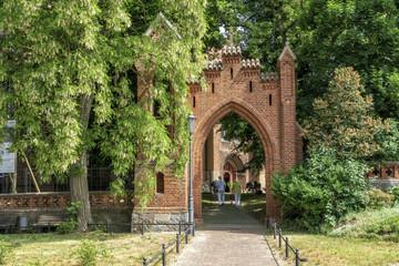 Eingangsportal zum Park der Marienkirche in Röbel, Mecklenburg-Vorpommern