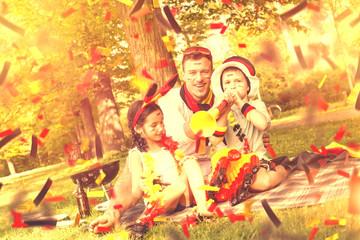 Dad mit seinen Kindern im Park beim Fussball gucken