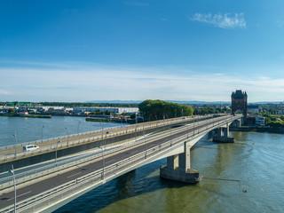 Die neue und die alte Rheinbrücke vor Worms