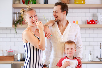 Photo of young couple with daughter in kitchen
