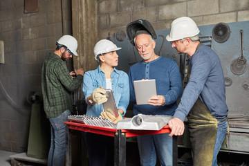 Arbeiter Team bei der Planung