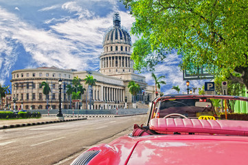 Spoed Fotobehang Havana view of the capitol in the havana and classic cart