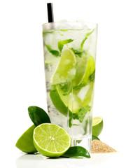 Deurstickers Cocktail Mojito mit Limetten