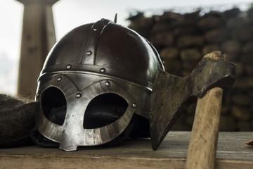 шлем и топор