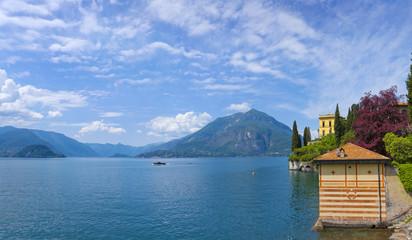 Panorama vom Comer See mit der Villa Monastero