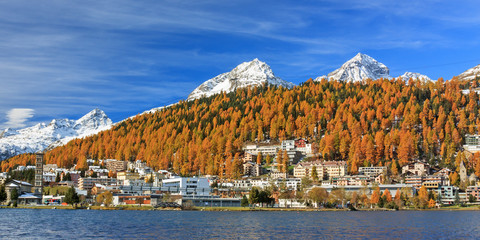 St. Moritz mit St. Moritzersee in Herbst im Engadin in Graubünden, Schweiz