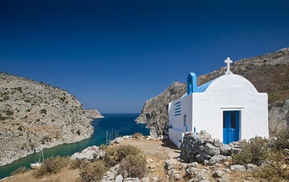 Insel Kalymnos, Griechenland, kleine Kapelle in der Bucht