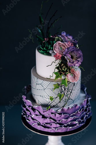 White wedding cake with purple flower detailpurple wedding cake white wedding cake with purple flower detailpurple wedding cake decorated with flowers and pearls mightylinksfo