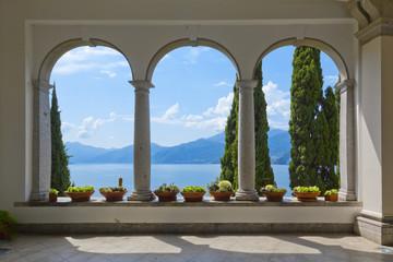 Poster de jardin Gris Schöner Ausblick auf den Comer See aus der Terrasse der Villa Monastero