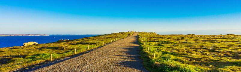 Bretagne Finistère paysage côte pitoresque sentier vers La Pointe de Pen Hir - Brittany Finistère picturesque coastal landscape path to La Pointe de Pen-Hir