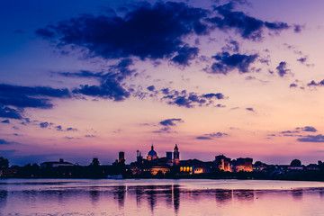 Fotomurales - skyline at sunset and pier on the lake - italian landcsape and travel destinations - Mantua italy