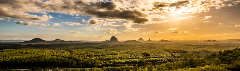 Foto auf Gartenposter Gebirge Panoramic view of Glass House Mountains at sunset visible from Wild Horse Mountain Lookout