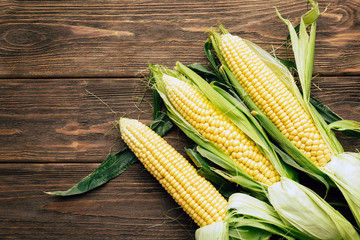 corn cob, wooden background, top view, agriculture Fototapete