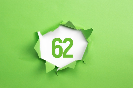gruene Nummer 62 auf gruenem Papier