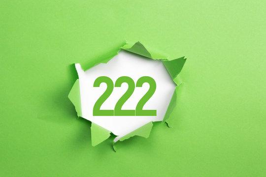 gruene Nummer 222 auf gruenem Papier
