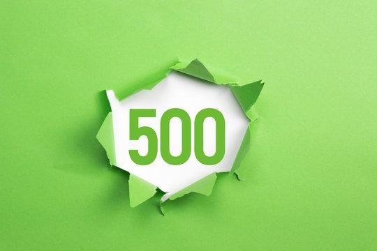 gruene Nummer 500 auf gruenem Papier
