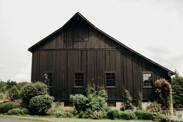 A black vintage barn.