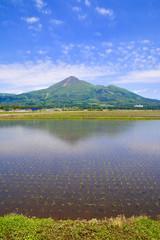 水田と磐梯山(福島県・猪苗代町)