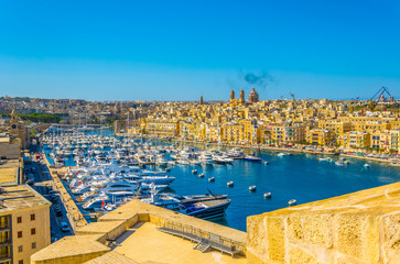 View of the grand harbour marina between Birgu and Senglea town, Malta Papier Peint