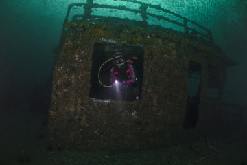 A female diver exploring the Shipwreck,Brunei,2017