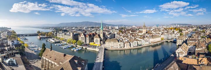 Zürich Stadtpanorama mit Blick über die Dächer der Altstadt, Schweiz