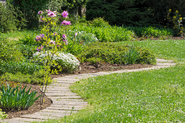 a whirling walkway in the middle of the garden