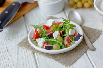 Vegetarian salad with figs and goar cheese.