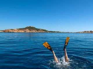 Plongeur en mer bleue