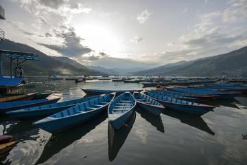 Boote vor See: Pokhara