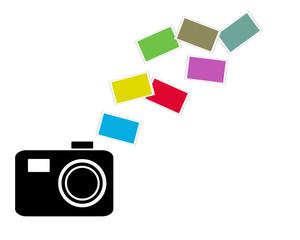 Kamera und viele bunte Fotos