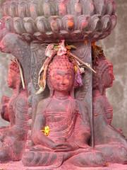 sculptures hindoues fleuries couleurs népal
