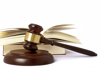 Richterhammer Urteil laut Gesetz