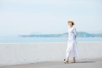 女性 ミドルエイジ 散歩