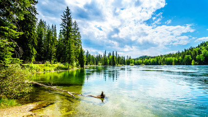 Foto auf Acrylglas See / Weiher Clearwater Lake in Wells Gray Provincial Park, British Columbia, Canada . The lake is high up in the Cariboo Mountains and feeds the Clearwater River and then the Thompson River