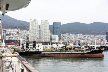 Panorama mit Hafen von Busan.