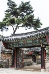 "Eingangstor vom ""Beomeosa-Tempel"" in Busan."
