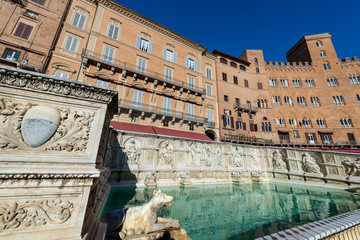 Fonte Gaia (fountain of joy), Piazza del Campo. Siena, Tuscany, Italy