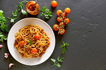 Spaghetti with minced meat and cherry tomatoes