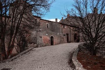 Santo Stefano di Sessanio, un paese semi abbandonato in Abruzzo